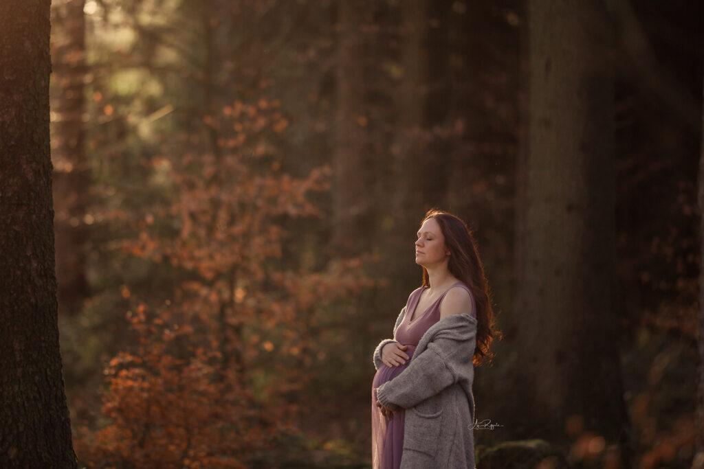 Schwangerschaftsfotoshooting Outdoor im Wald