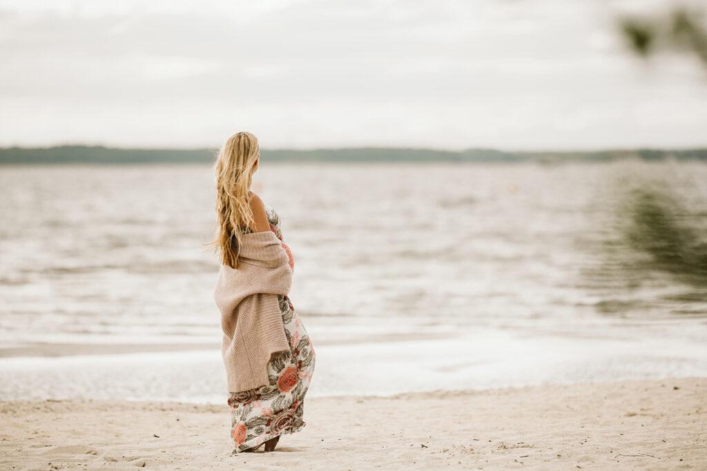 schwangerschaft shooting kleid strand und wasser steinhuder meer