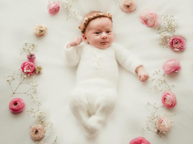 Foto mit Neugeborenen Baby bei einem Homefotoshooting Neugeborenenfotoshooting in Hameln