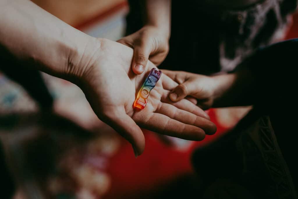 Love Süßigkeit in der Hand