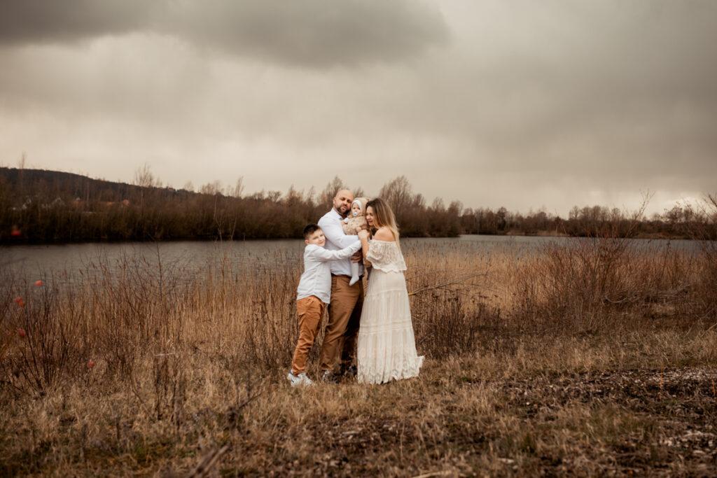 familienfotografie mit 2 kinder outdoor aneta hameln fotograf