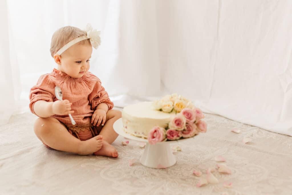 Cake Smash Fotoshooting zum 1. Geburtstag Fotograf Raum Schaumburg Agi Rygula