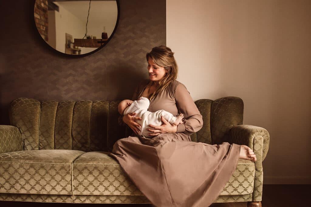 Stillfoto Mama mit Neugeborenen Baby Fotograf Bückeburg Kreis Schaumburg